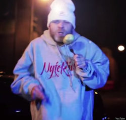 Brian Harvey mentre canta sulla musica di German Whip